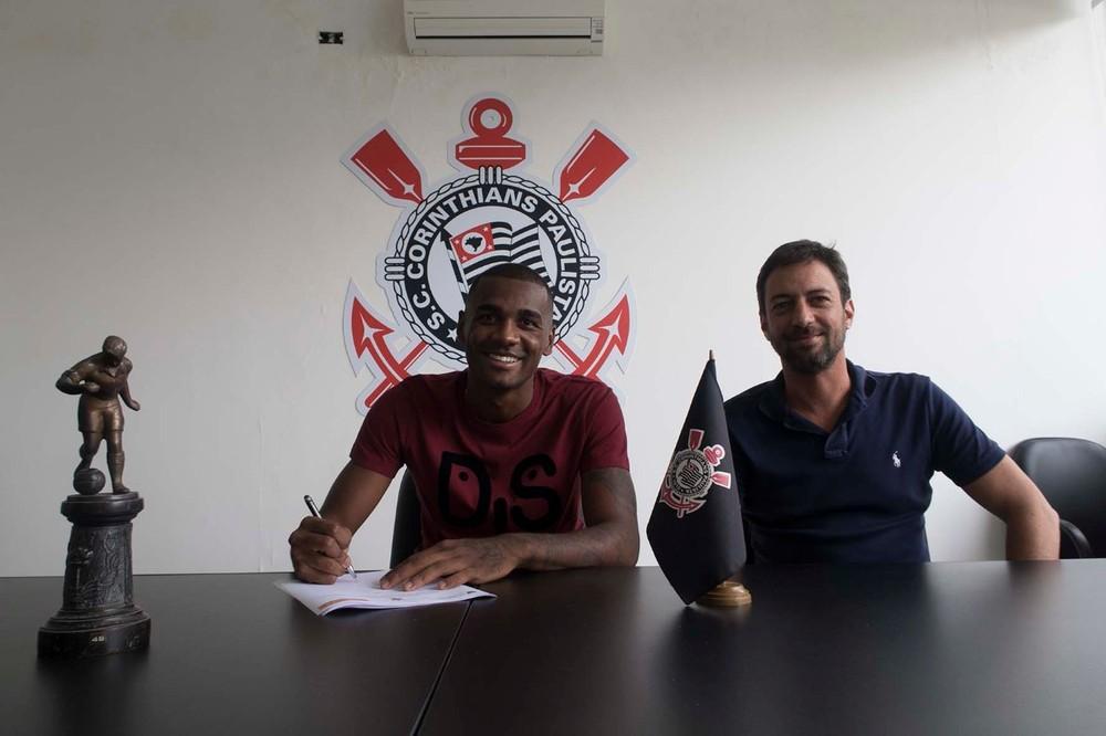 Corinthians oficializa contratação de zagueiro Marllon, da Ponte Preta