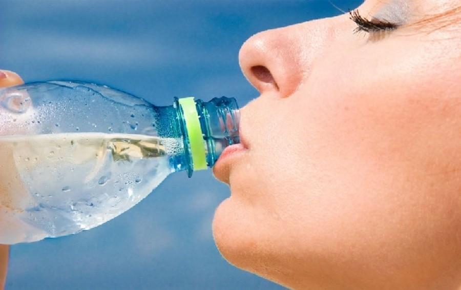 reutilizar-garrafa-de-agua Como economizar para viajar