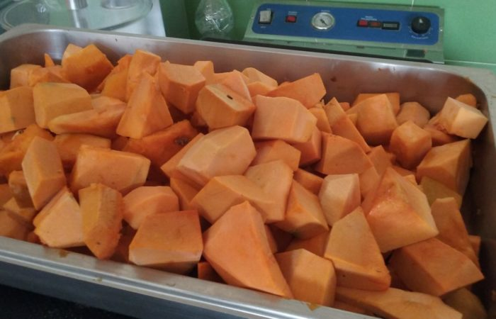 prepariamo la composta di zucca bertina e amaretti