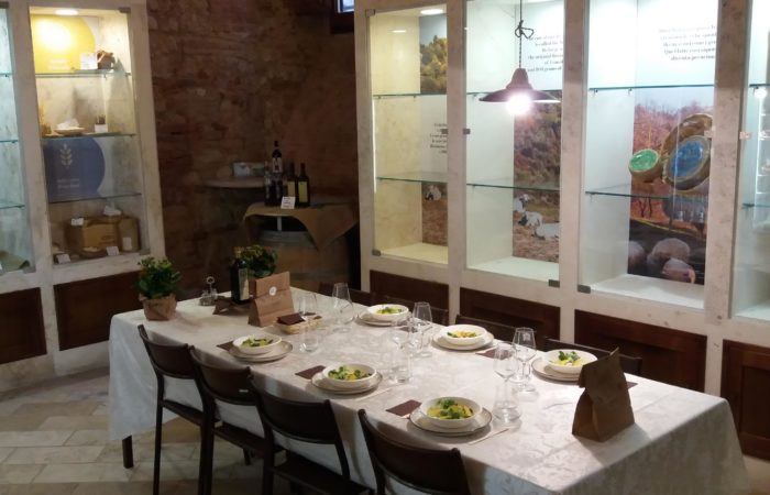 Bottega Valdichianaeating_aperitivo aziendale_tavola