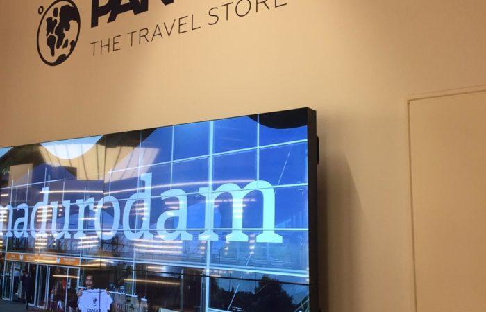 visita presso Pangea, un'agenzia di viaggio molto grande che si trova al centro di Barcellona