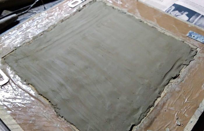 Stampi in legno per creare le mattonelle d'argilla