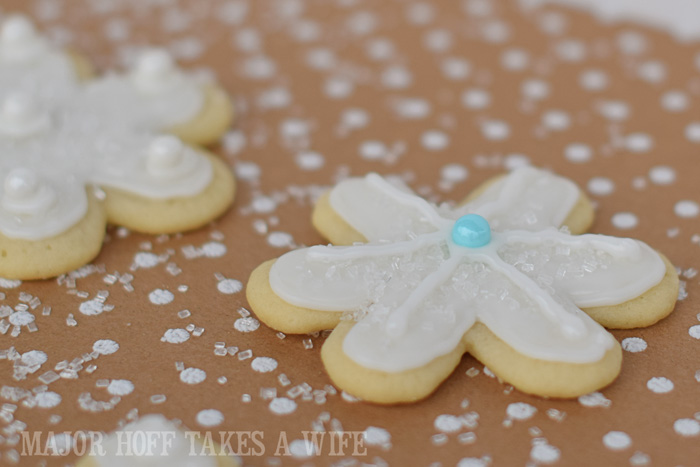 Christmas Snowflake Sugar Cookies : How to make icing and decorate.