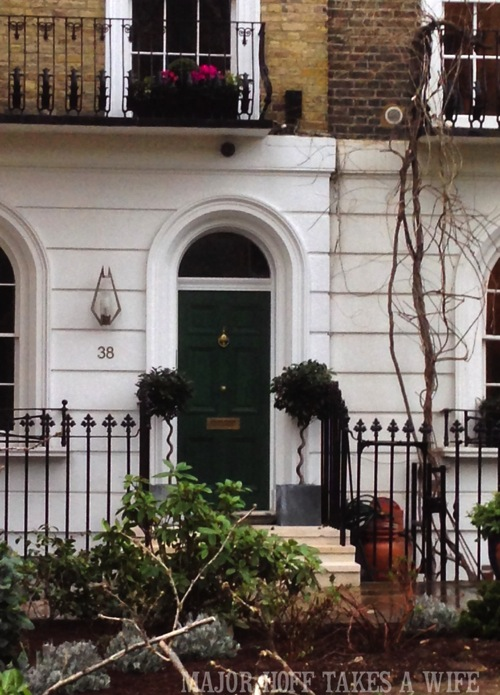 Green front door. Looking for painting ideas? About to pick a front door color? Be inspired by these doors found in London. From classic to bold, there is sure to be a color that suits you! #color #inspiration #London #FrontDoor #paintingideas