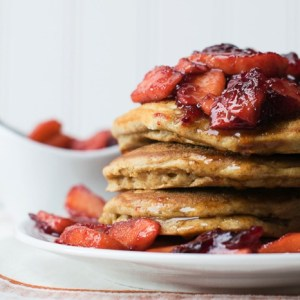 Gingerbread-Pancakes-with-cranberry-apple-compote