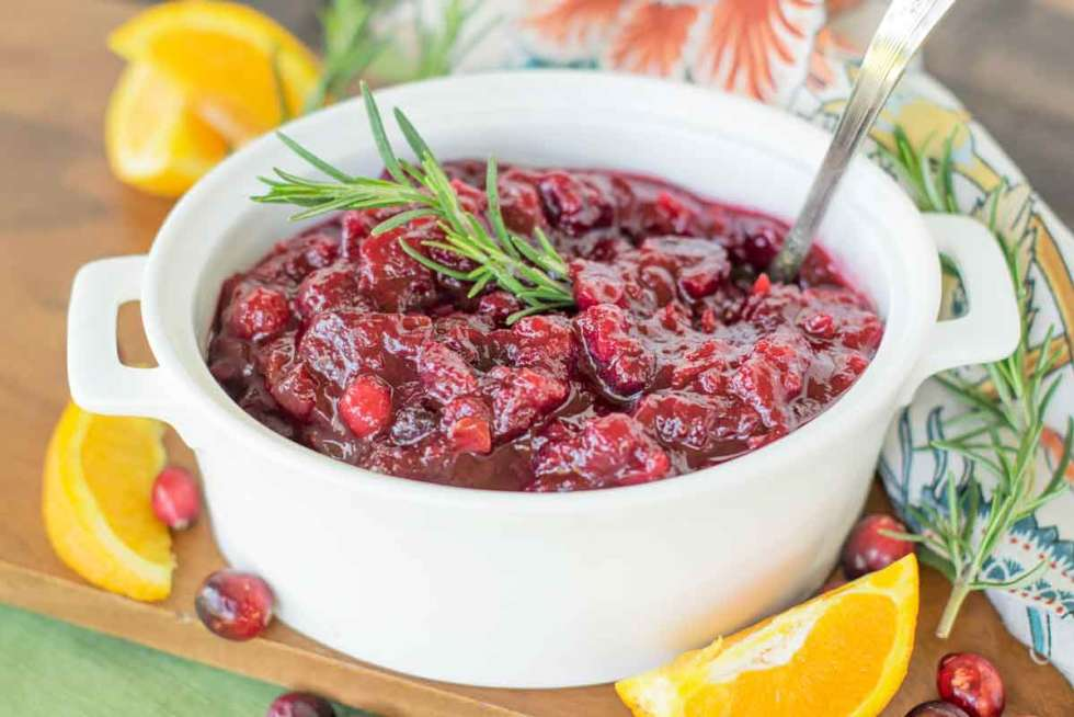 This EFFORTLESS Make Ahead Homemade Cranberry Sauce will WOW your guests! The BEST Cranberry Sauce Recipe! You'll never buy canned sauce again! #cranberry #cranberrysauce #thanksgivingrecipe #makeaheadthanksgiving #familyfavorite