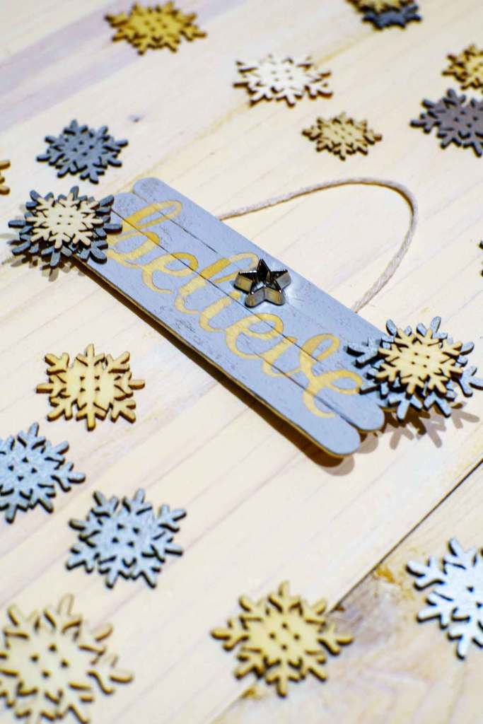 Make homemade Christmas ornaments with a cricut explore air 2