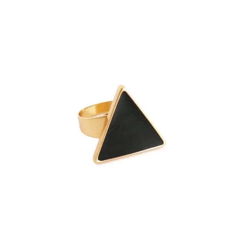 dónde comprar anillo triángulo negro