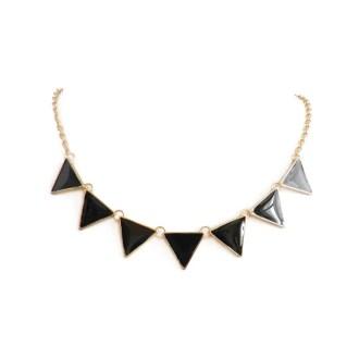 imagen de collar triangulos negros