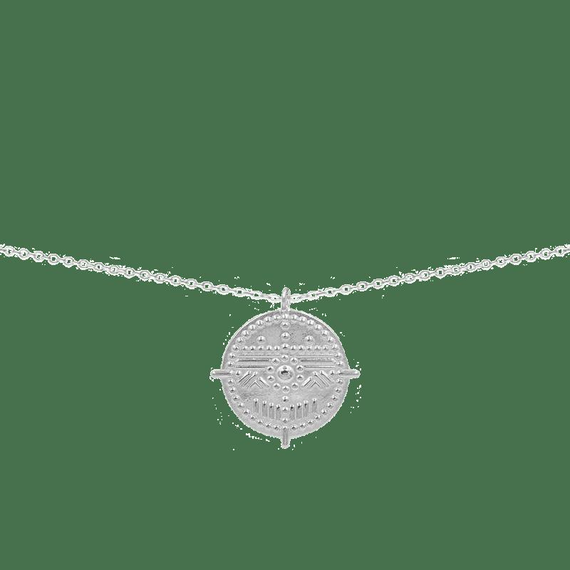 Collar con medalla en plata de ley con diseño tribal