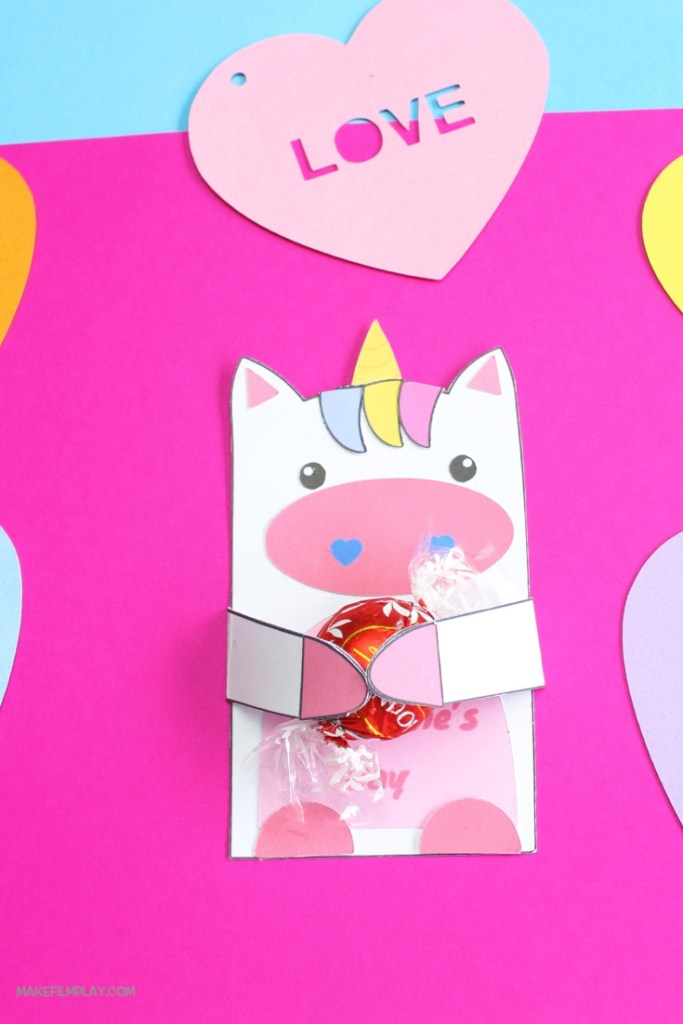 To make this sweet unicorn card, just download our free printable. Watch our video to see how easy it is to assemble the card. Once assembled, give your card to your sweet valentine! #unicorn, #unicorncard, #valentinesday, #unicornvalentines,