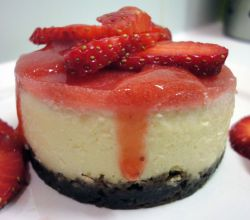 """No-Bake cheesecake aux fraises et speculoos,"" from Mariz au lait, via Make It Like a Man! The No-Bake Cheesecake Hall of Fame"