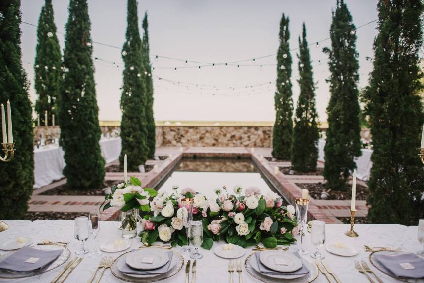 What does a wedding planner do