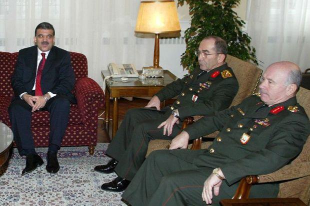 Πρώτος από δεξιά ο πρώην αρχηγός του στρατού της Τουρκίας, Αϊτάτς Γιαλμάν © EPA PHOTO