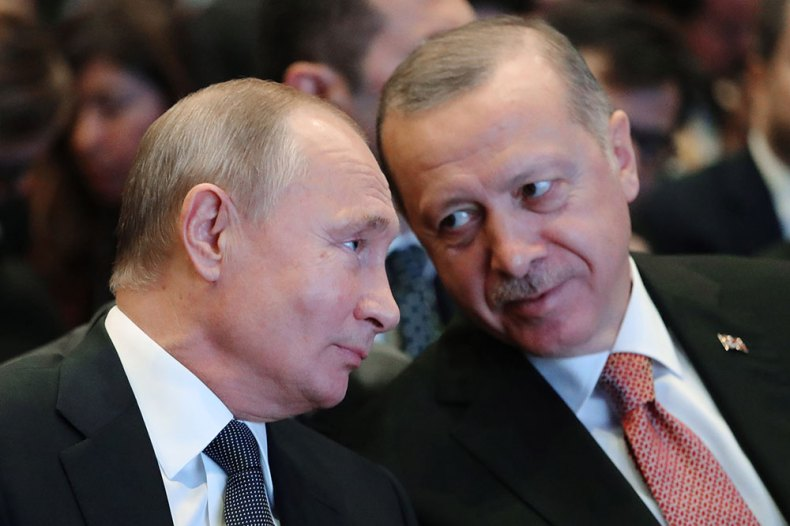 epa07177340 Turkish President Recep Tayyip Erdogan (R) and Russian President Vladimir Putin (L) before a ceremony marking the completion of the TurkStream gas pipeline's offshore section in Istanbul, Turkey, 19 November 2018. TurkStream will directly connect the large gas reserves in Russia to the Turkish gas transportation network, to provide reliable energy supplies for Turkey, south and south-east Europe. EPA/MICHAEL KLIMENTYEV / SPUTNIK / KREMLIN POOL MANDATORY CREDIT