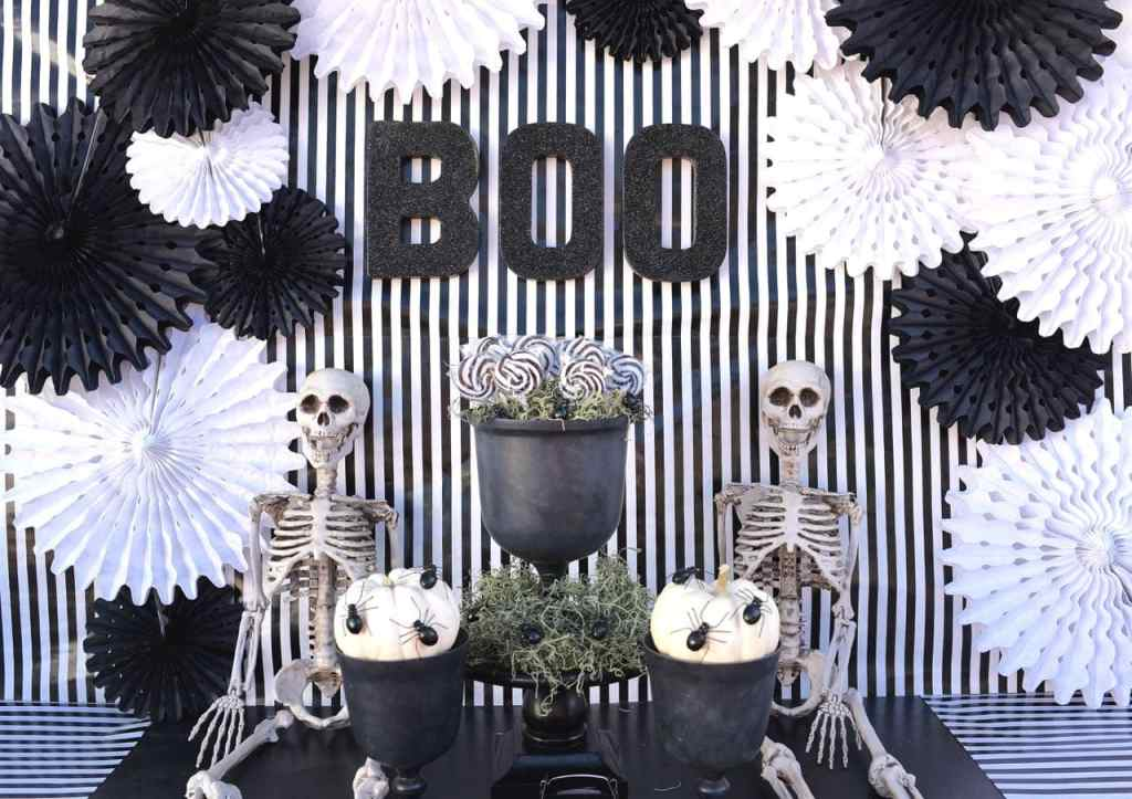 Black and white Halloween party table