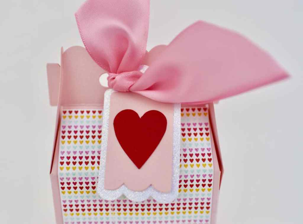 Valentine candy box craft with Sizzix