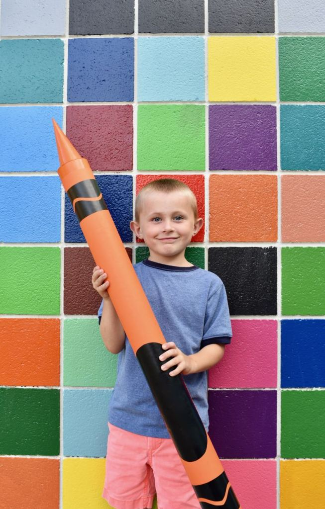 DIY giant crayon tutorial.  So much fun for back to school photos, a classroom or bedroom decoration, a party prop, and more!