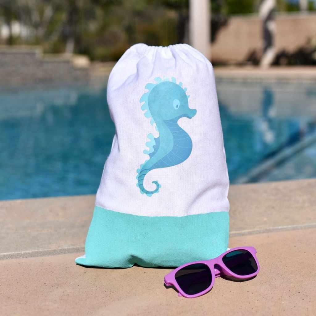 Beach bag DIY tutorial with Cricut Iron-On Designs