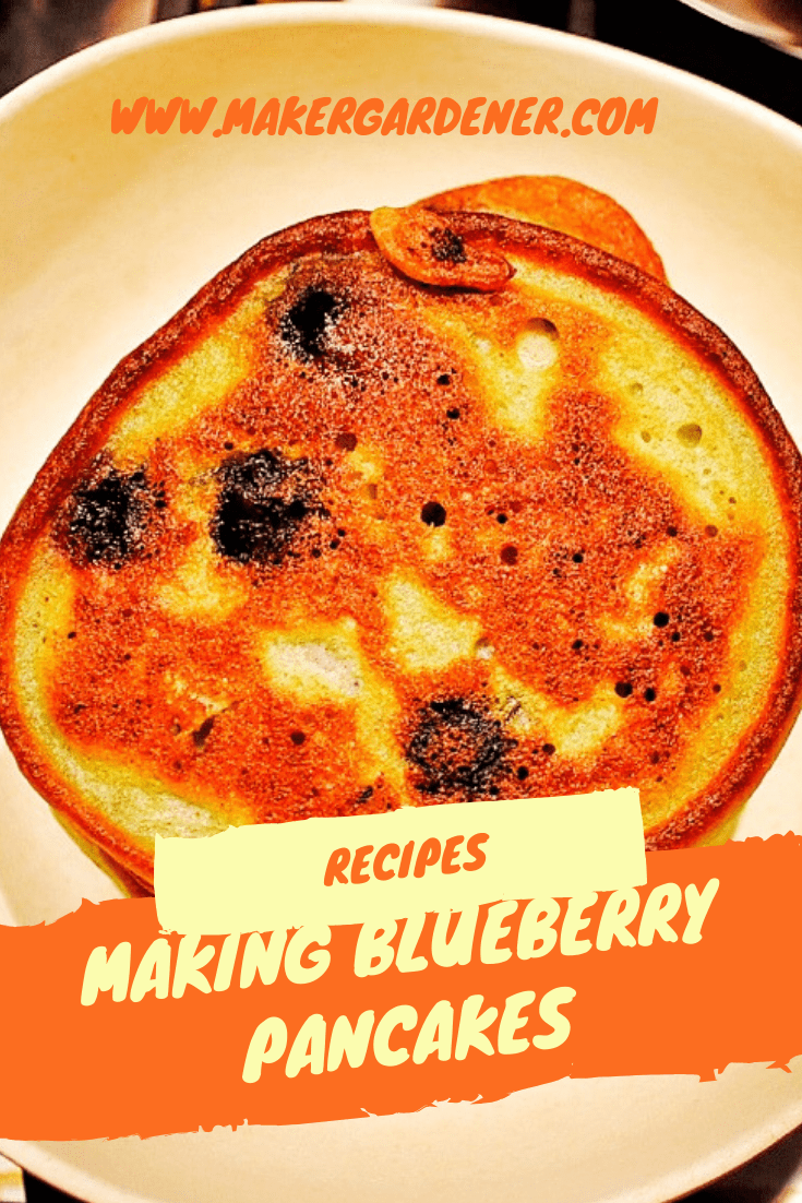 making blueberry pancake