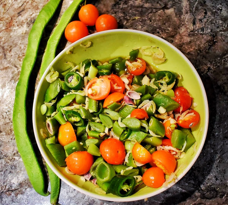 Runner bean tomato spicy salad