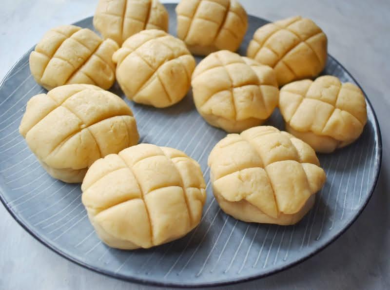pineapple buns (Hong Kong bakery style)