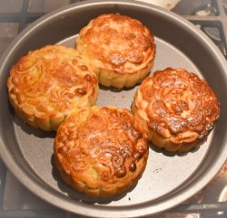 Cantonese-style mooncakes