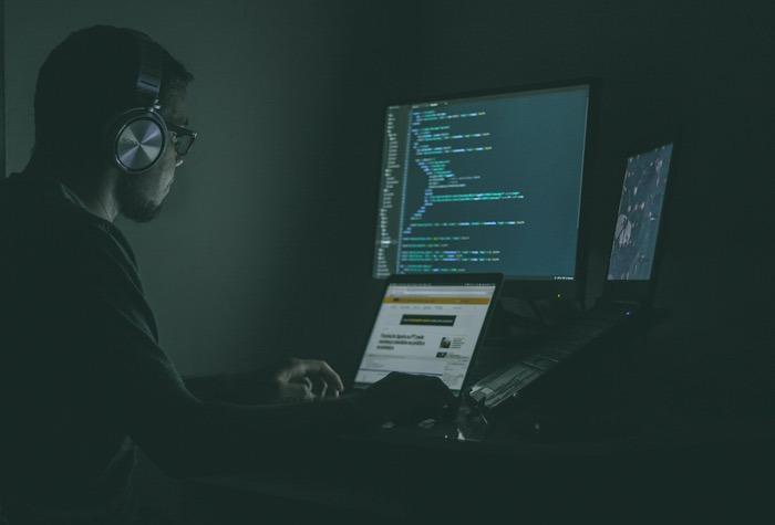 Anti-Terror-Hacker Single