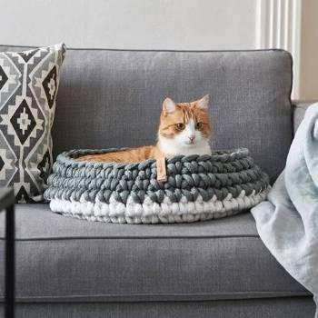 mint crocheted cat basket 4