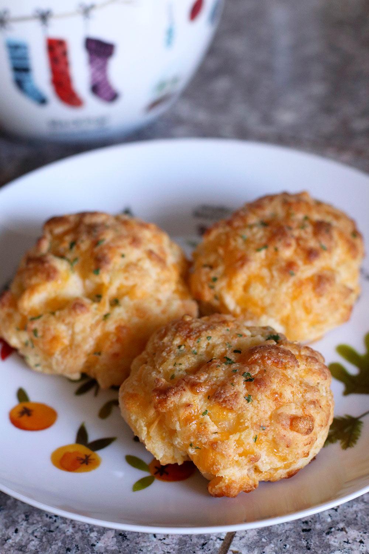 gluten free cheddar garlic biscuit recipe 1