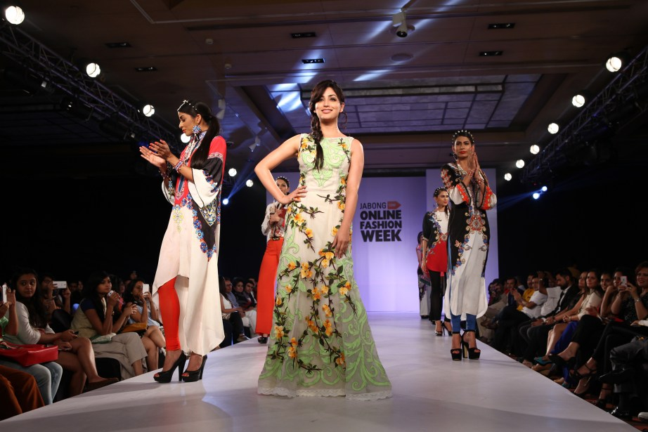 Yami Gautam (Centre), celebrity mentor at Jabong Online Fashion Week