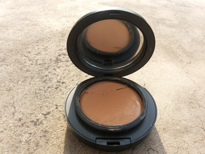 MAC Mineralize Foundation with SPF 15 Review, Swatches and FOTD India