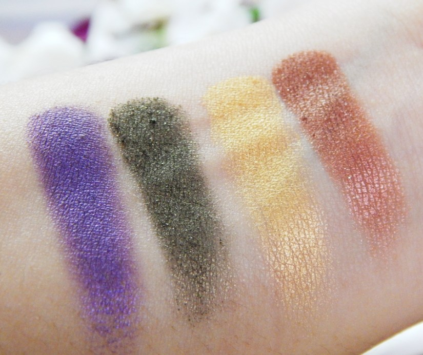 Lakme 9 to 5 Eye Quartet Eyeshadow Palette Tanjore Rush Review Swatches hand