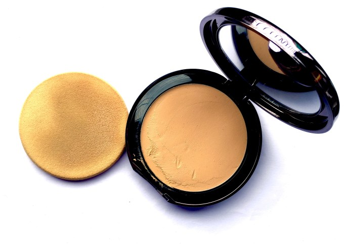 Lakme Absolute Creme Compact Review Swatches Makeup Beauty blog