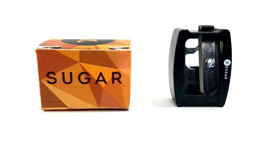 SUGAR Stroke Of Genius Heavy Duty Kohl 01 Back To Black Review Swatches sharpener