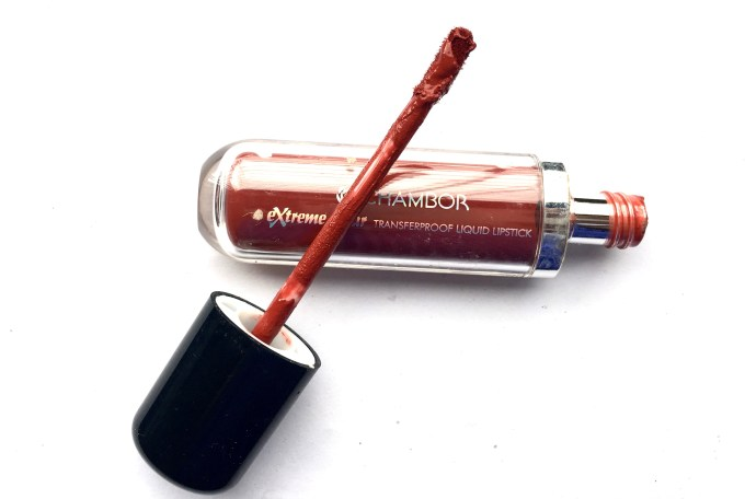 Chambor Extreme Wear Liquid Lipstick Shade 432 Review Swatches focus