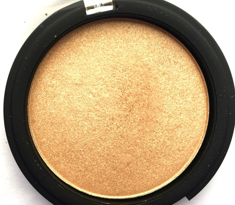 Faces Ultime Pro Illuminating Powder Highlighter Review Swatches focus