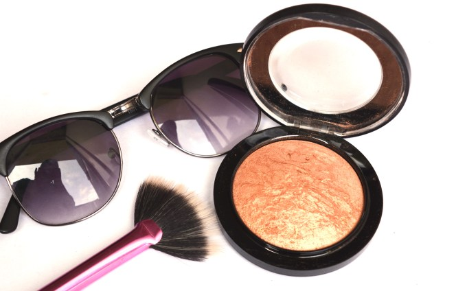 MAC Cheeky Bronze Mineralize Skinfinish Highlighter Review Swatches