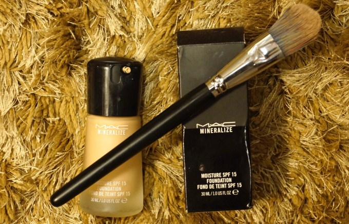 MAC Mineralize Moisture SPF 15 Foundation Review Swatches demo