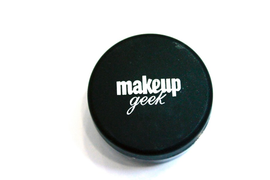 Makeup Geek Utopia Pigment Review, Swatches front