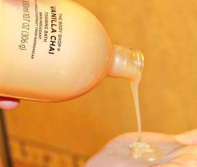 The Body Shop Vanilla Chai Foaming Bath Gel Review swatch