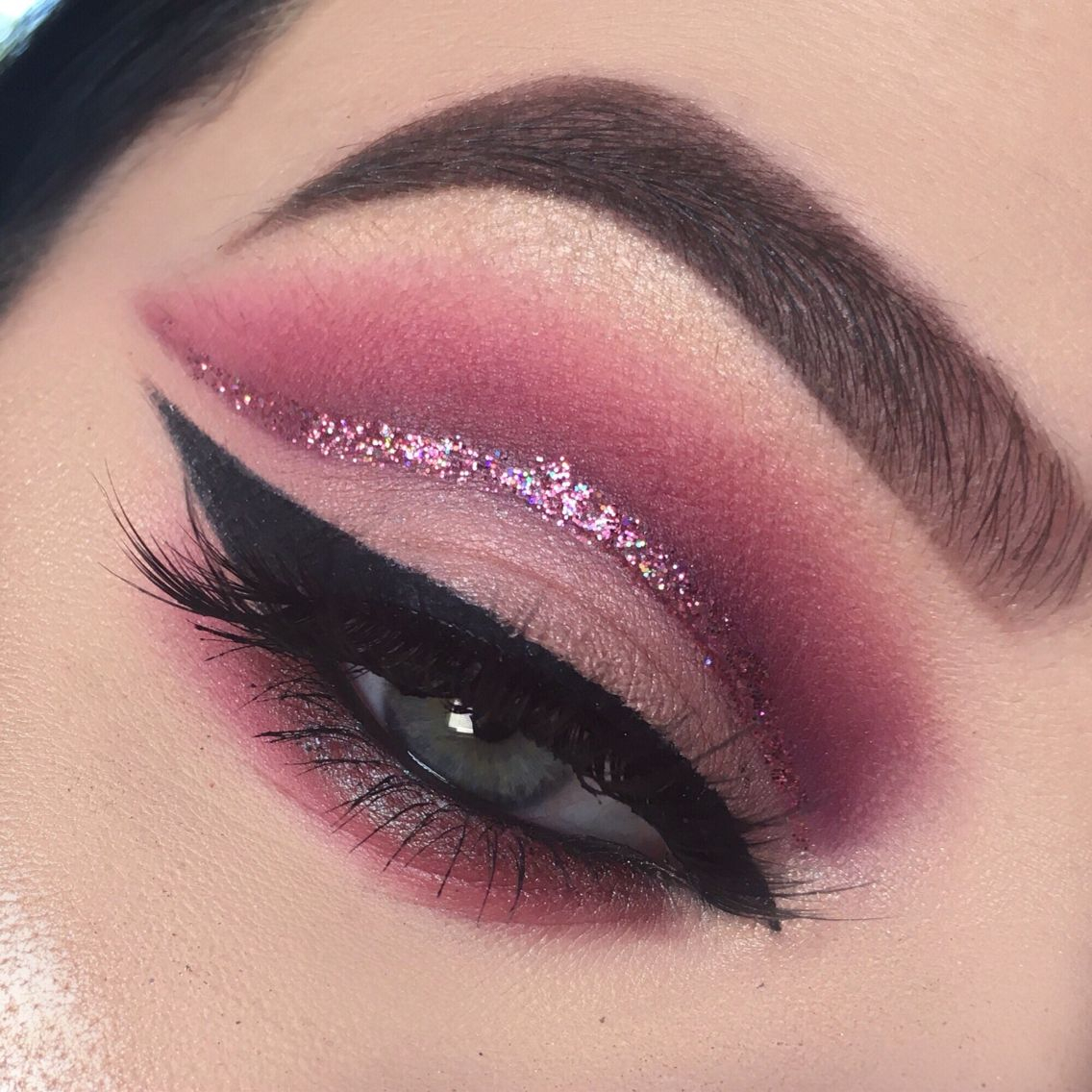 Cut Crease Eye Makeup Red Dusty Pink Glitter Cut Crease Makeup In 2019 Pinterest