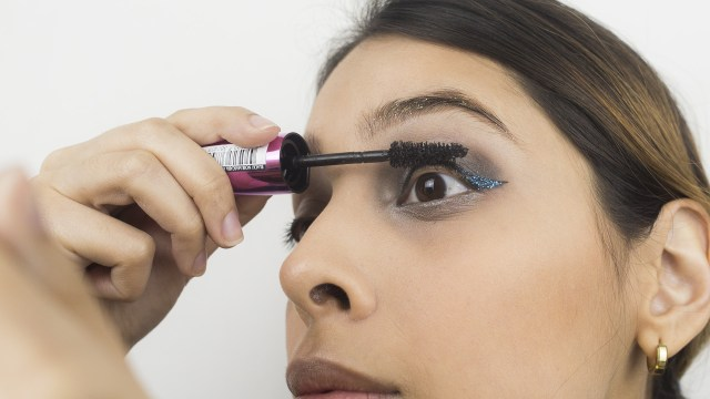 How To Apply Eye Makeup With Pictures 3 Ways To Apply Glitter Eye Makeup Wikihow