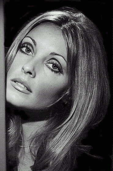 How To Do 60S Eye Makeup 001 Sharon Tate Makeup Tutorial The Foxling