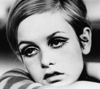 How To Do 60S Eye Makeup Get Twiggy Eyes A Makeup How To 8 Steps