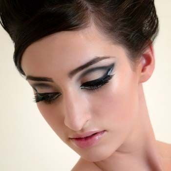How To Do 60S Eye Makeup How To Apply 1960s Style Eye Makeup