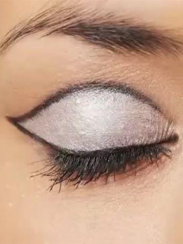 How To Do 60S Eye Makeup Video How To 60s Eye Makeup Rimmel Retro Eye Makeup Video