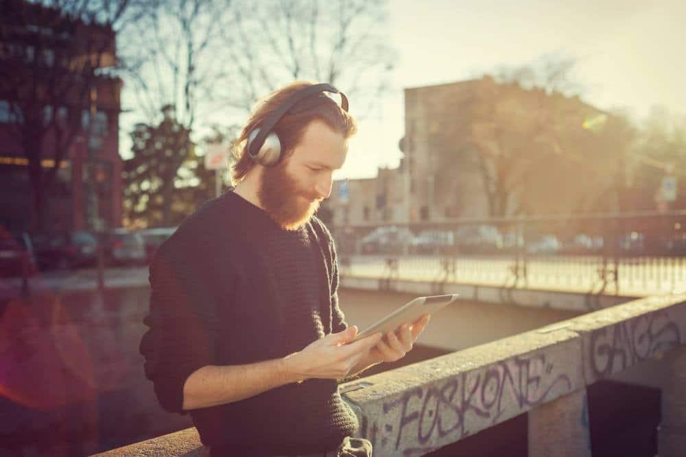 headphones-listening-spotify