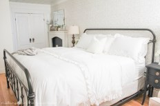 Why should luxury be kept to fancy hotels? If you're wondering how to make a beautiful, cozy & luxurious bed to rival even the fanciest hotels, try these tips!