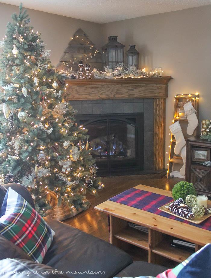 Rustic Farmhouse Christmas Home Tour